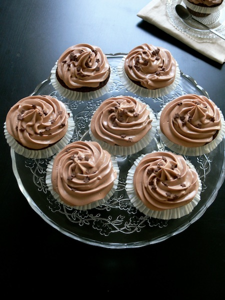 my nutella cupcakes with mascarpone nutella frosting for nutella day buttercream chantilly. Black Bedroom Furniture Sets. Home Design Ideas